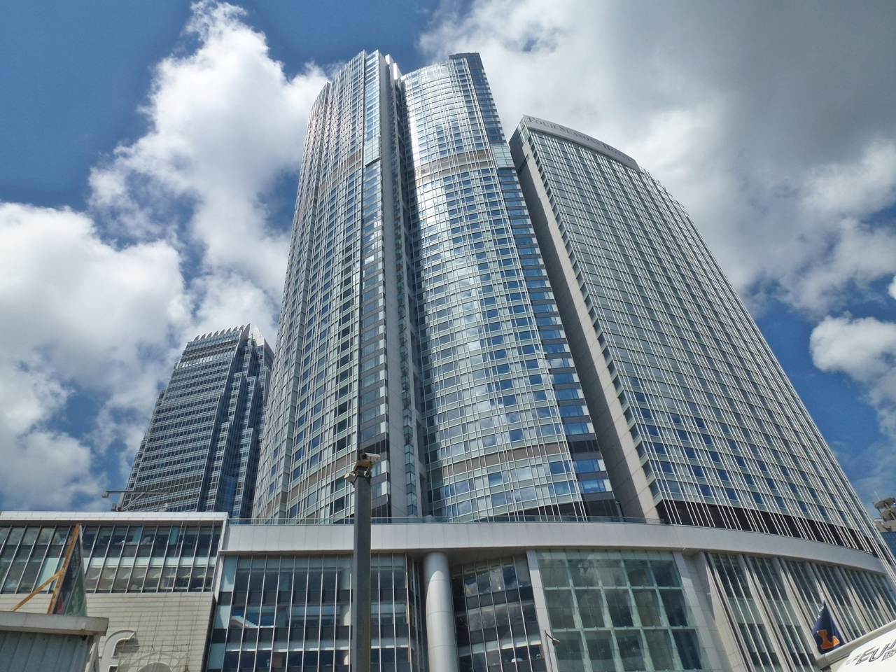 Four Seasons Place, Central Apartment for Rent   Executive Homes