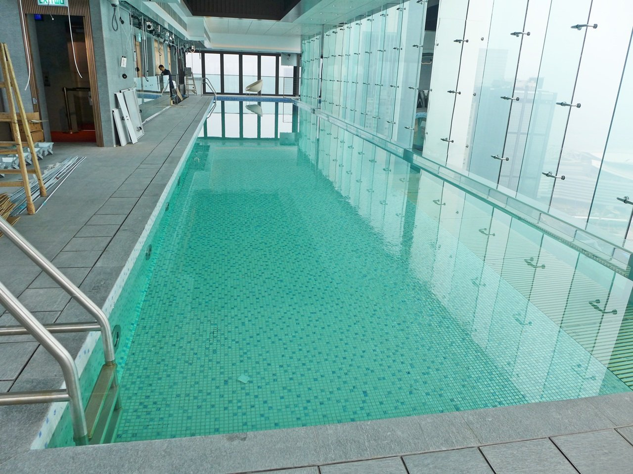 The gloucester wan chai apartment for rent executive homes for Swimming pools near gloucester