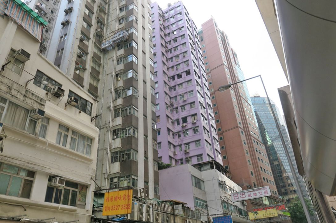 Yen men building wan chai apartment for rent executive for Building house with side views